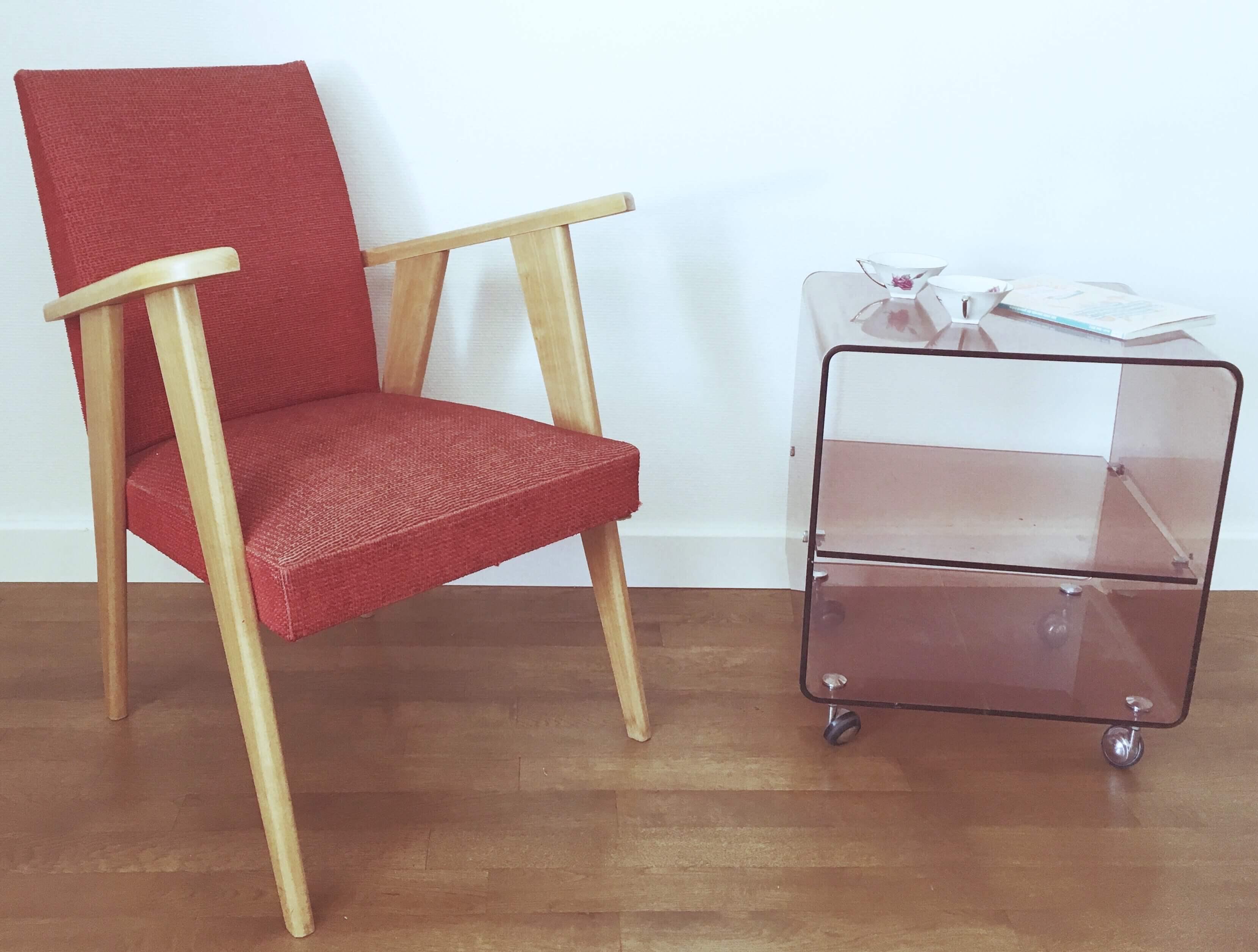 fauteuil scandinave vintage rouge. Black Bedroom Furniture Sets. Home Design Ideas